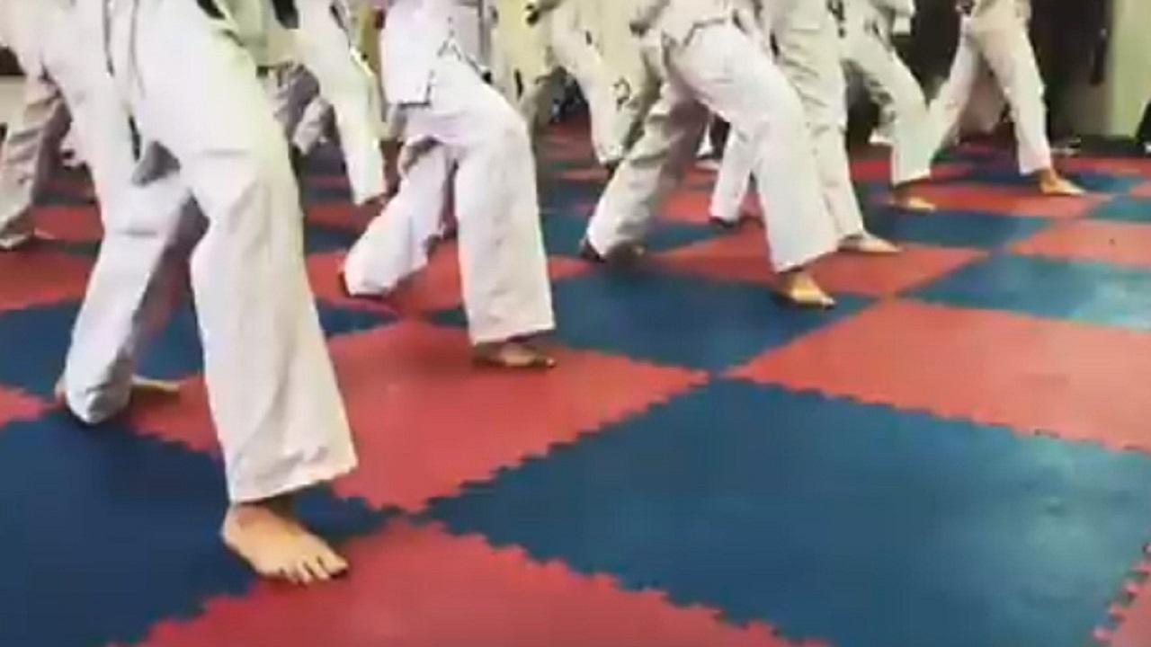 بالفيديو.. فتيات الطائف يلجأن لممارسة رياضة الكاراتيه