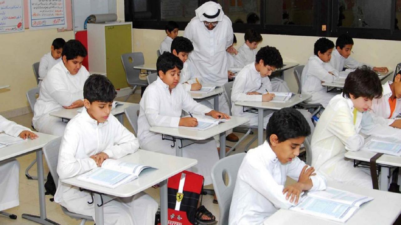 """معلمون يقدمون مقترحات لإستكمال العملية التعليمية بعد تعطل منصة """"مدرستي"""""""