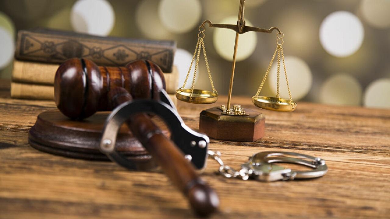 محاكمة 3 أشخاص استدرجوا ثري عربي للشذوذ وقتلوه بغرض السرقة