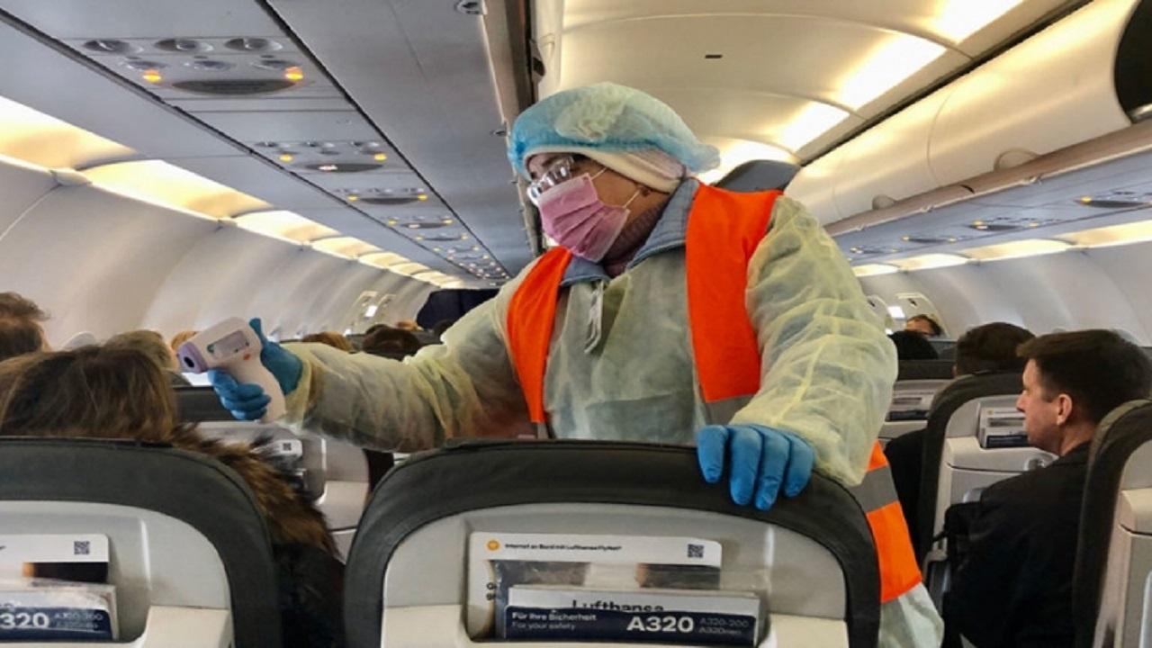 الإهمال يصيب 16 راكبا بكورونا على متن طائرة