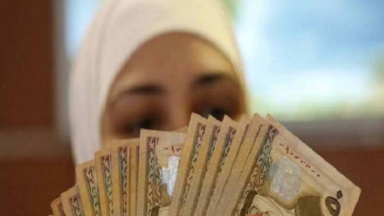 امرأة تستولى على أموال زوجها المغترب للزواج من آخر