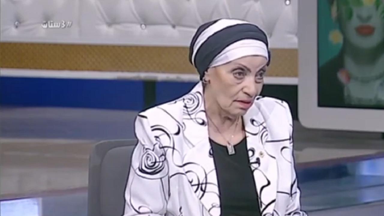 بالفيديو .. رجاء حسين تكشف رد فعل والدها بعد غنائها في الإذاعة