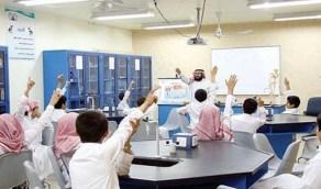 استشاري أمراض باطنة يقترح استمرار التعليم عن بعد حتى توافر لقاح آمن