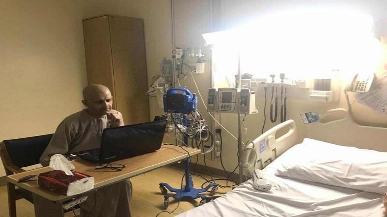 """بالفيديو .. المعلم المصاب بالسرطان """"الفيفي"""" : أشعر بتحسن بعدما تواصلت مع الطلاب"""