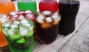 أضرار تُصيب الجسم عند تناول المشروبات الغازية بانتظام