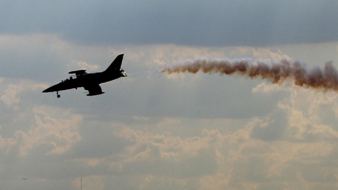 شاهد.. فيديو مروع لتحطم طائرة طالب قبل الهبوط مباشرة