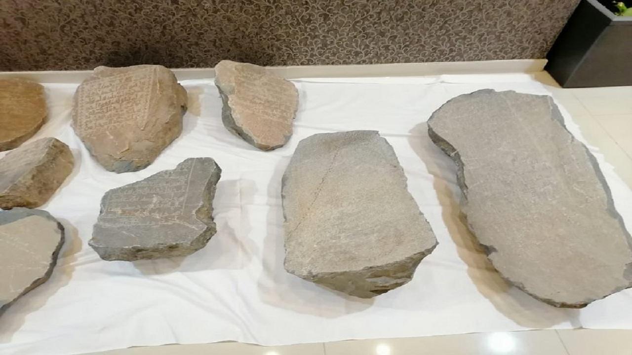 العثور على شواهد قبور بجوار مقابر المعلاة بمكة