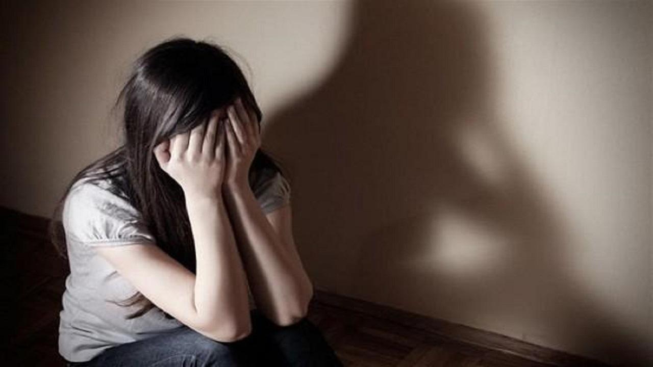 شاب يتعاون مع أصدقائه لاغتصاب فتاة من ذوي الإعاقة