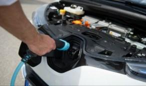 طريقة التعامل مع بطارية السيارة الكهربائية للحفاظ عليها