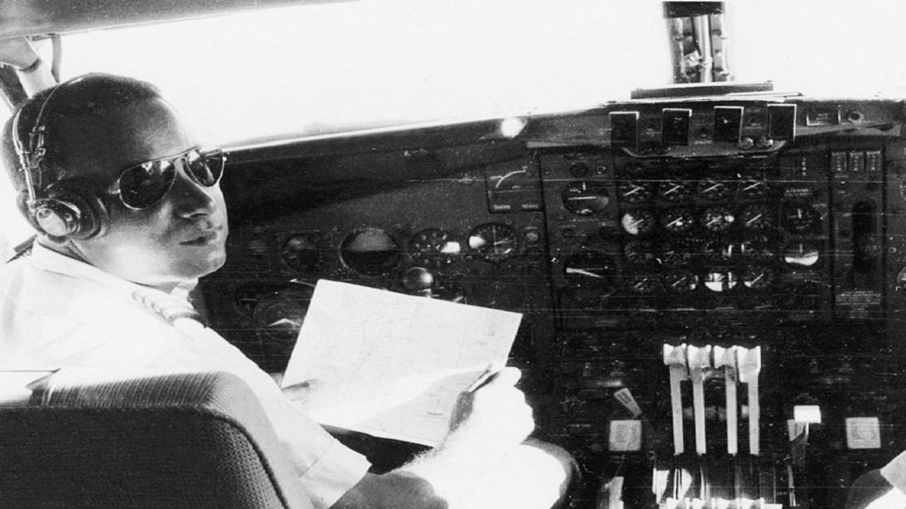 """مواطن لُقب بـ """"طيار الملوك"""" وكان أصغر طيار على مستوى العالم"""