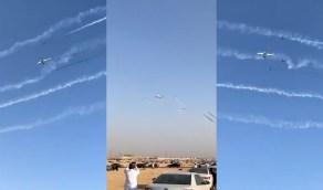 بالفيديو.. عرض جوي مُبهر في سماء الرياض بمناسبة اليوم الوطني الـ90