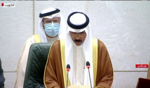 شاهد.. الشيخ نواف الأحمد يبكي خلال آدائه اليمين الدستورية
