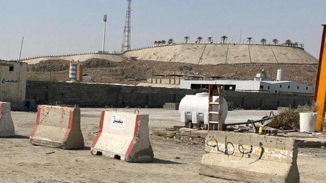 بلدية العزيزية تُغلق 3 مصانع للخرسانة وفندقين غير مرخصة