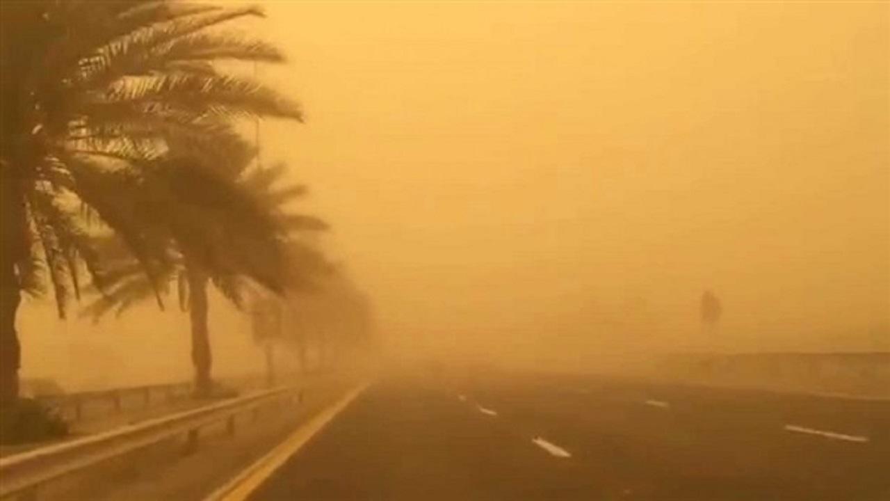 """عاصفة ترابية على طريق خبير-العلا و""""النقل"""" يدعو للحذر"""