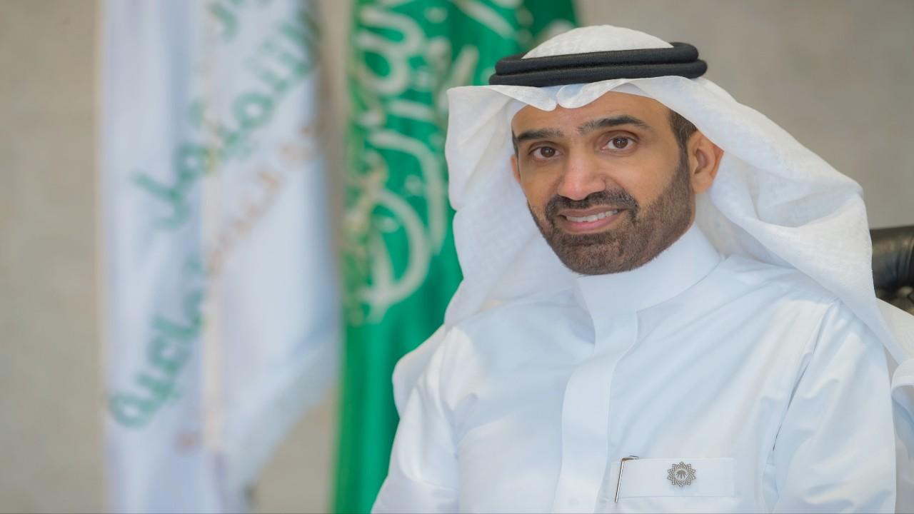 الراجحي يصدر قراراً وزارياً لتنظيم زي العاملين في المنشآت