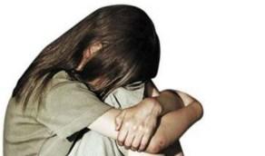 """شخص يعتدي جنسياً على ابنة شقيقه والأخيرة تتوسل للأطباء:"""" اتركوني أموت """""""