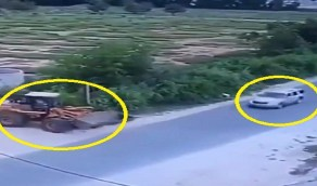 بالفيديو.. حادث مروع بين سيارة وشيول على طريق سريع بتنومة