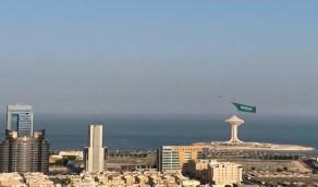 بالصور.. تحليق أضخم علم سعودي في سماء المملكة