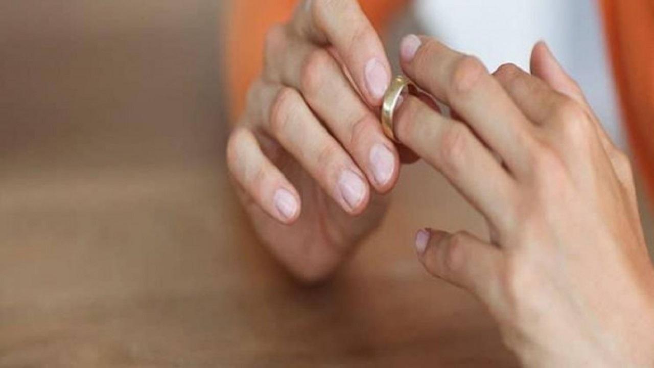 سيدة تقرر خلع زوجها بعدما طالبها بخلع الحجاب