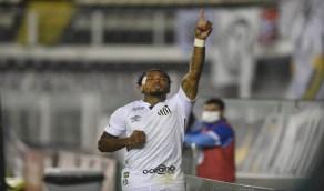 الأهلي يسعى لضم لاعب سانتوس البرازيلي مقابل 5 مليون ريال