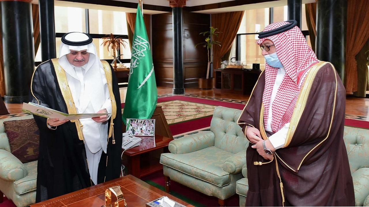 أمير تبوك يطلع على جهود وأنشطة جمعية حفظ النعم بالمنطقة