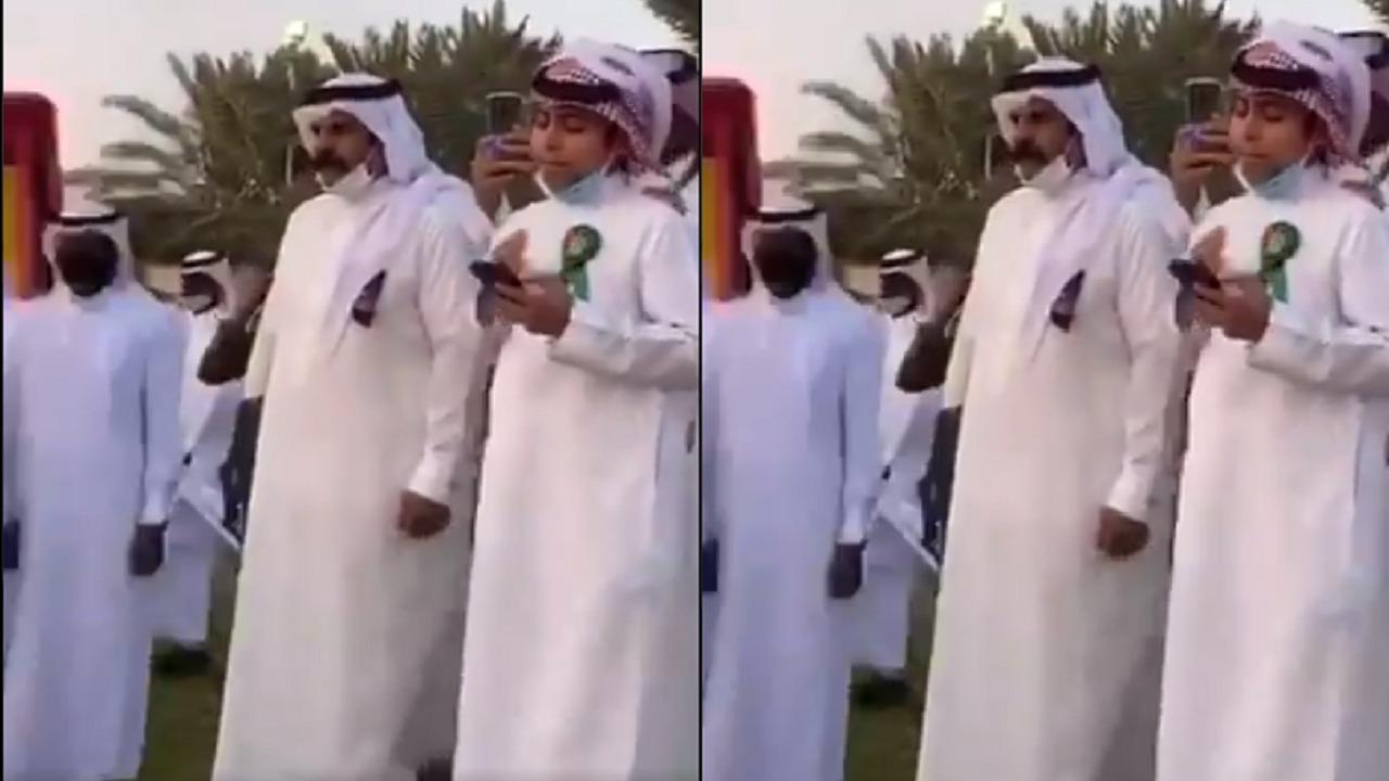 طفل يلقي قصيدة أمام أمير حائل(فيديو)