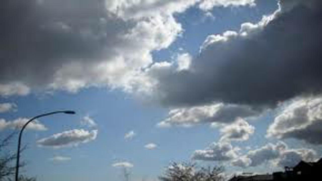 """"""" الأرصاد """": سماء غائمة جزئياً تتخللها سحب رعدية على 4 مناطق"""