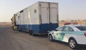 بالفيديو.. ضبط قائد شاحنة اتخذ طريق معاكس بالطائف