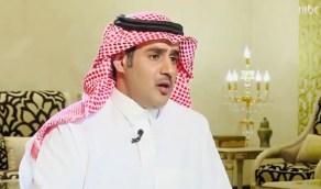 بالفيديو .. الشاعر مشعل الحارثي يكشف موقفه من مقاضاة من يغني قصائده