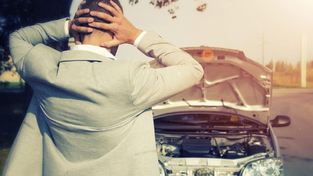 أسباب تؤدي إلى تعطل السيارة أثناء السير في الطريق