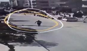 شاهد.. لحظة مقتل طفل في أحضان والده على يد مليشيات أردوغان بعفرين