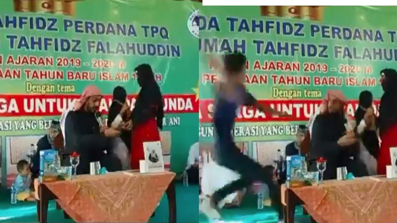 شاهد.. طعن الداعية على جابر بالسكين خلال محاضرة في إندونيسيا