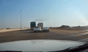 بالفيديو.. المرور يطيح بسائقيًن تبادلا الصدام عمداً في جدة