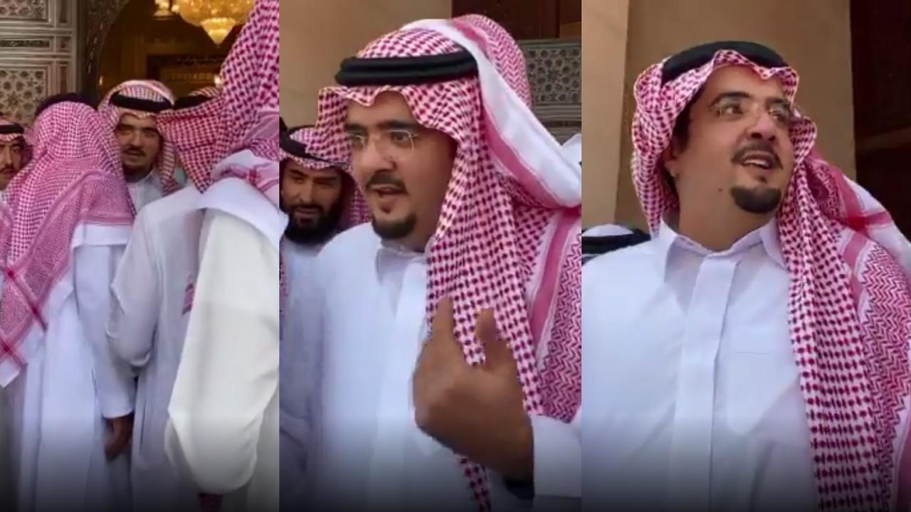 شاهد.. الظهور الأول للأمير عبدالعزيز بن فهد بعد إجراء عملية جراحية