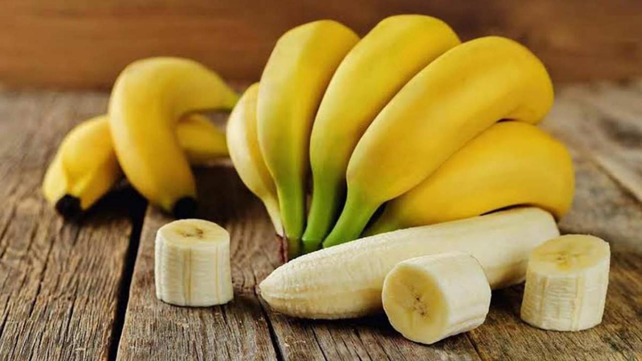 خالد النمر يكشف هل الموز مضر بمريض القلب