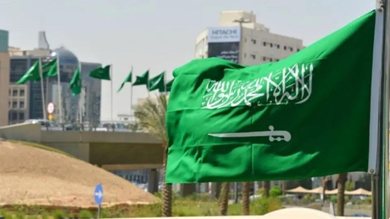 عقوبة إهانة العلم الوطني في المملكة تصل للسجن
