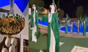 بالفيديو..إيناس الحنطي تحضر فرقة نسائية لمنزلها احتفالا باليوم الوطني