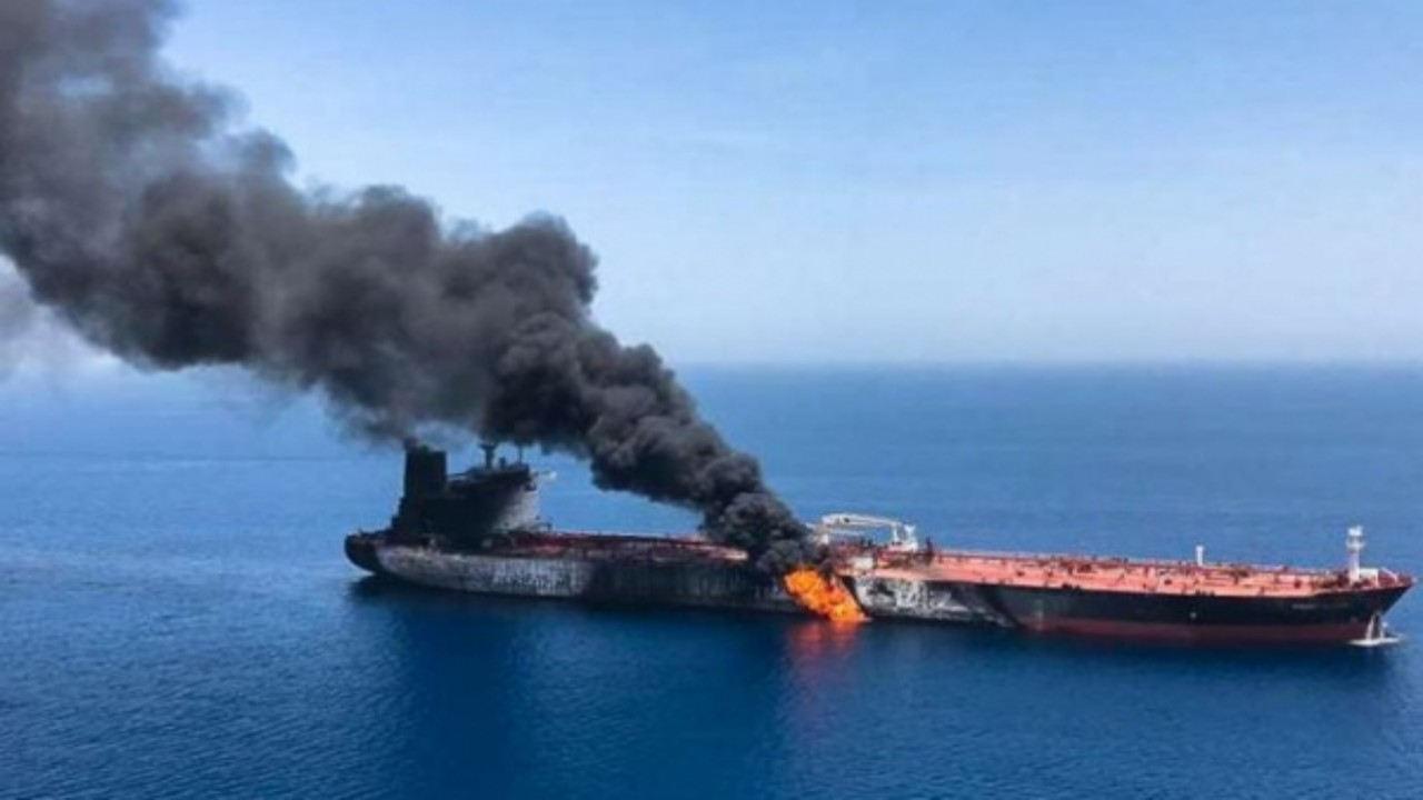 مقتل بحار إثر حريق ناقلة النفط الهندية