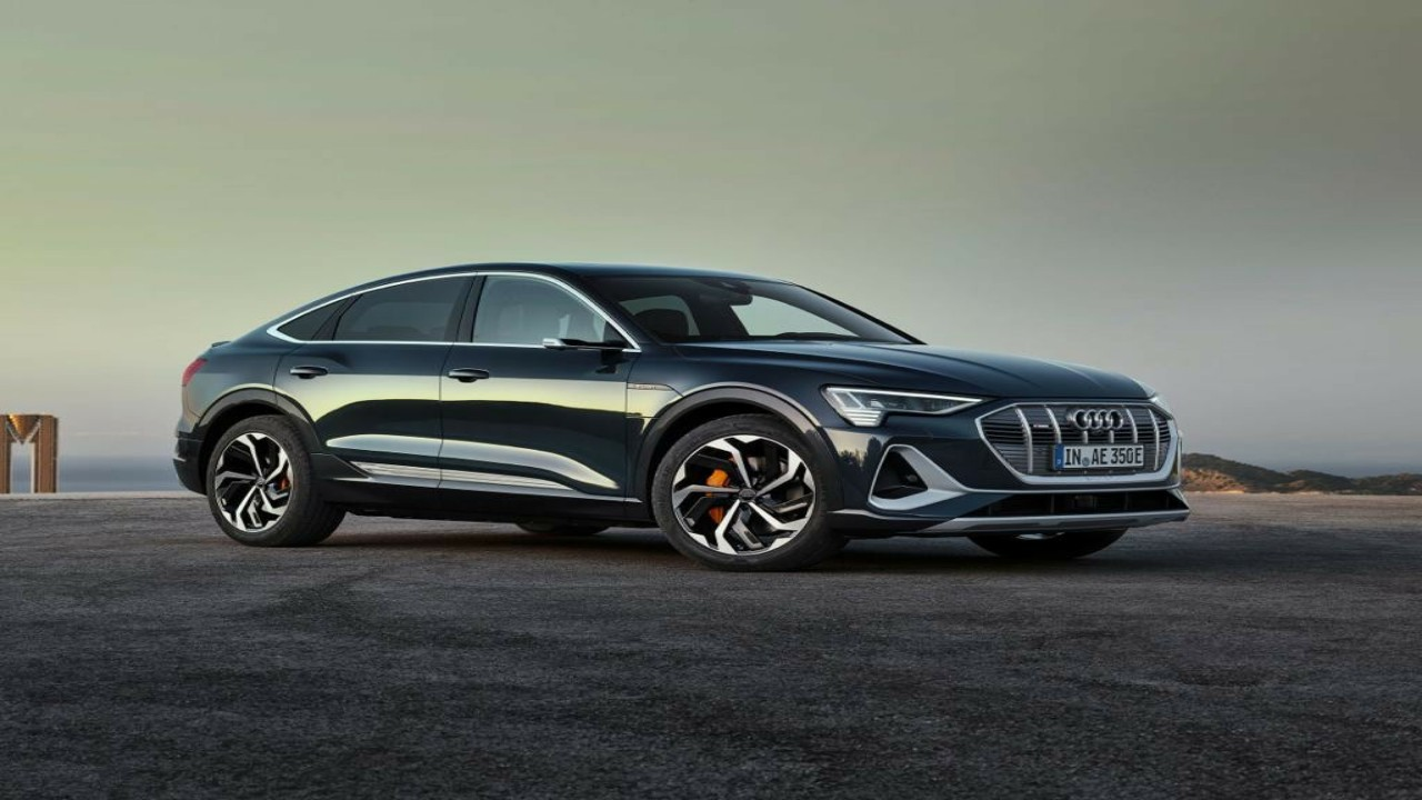 """مميزات خيالية وتصميم فريد لسيارةAudi e-tron Sportback الكهربائية """" صور """""""