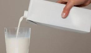 الفرق بين الحليب المبستر وطويل الأجل وأيهما أكثر فائدة