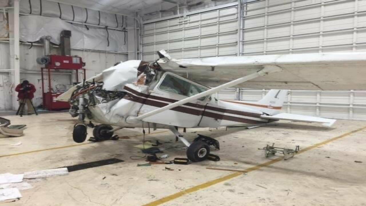 """إصابة طيار جراء تحطم طائرة في أحد المطارات بتورنتو """" صور """""""
