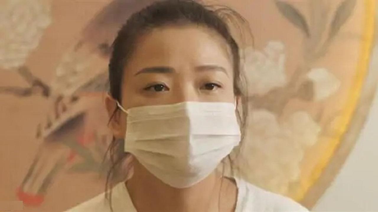 فتاة تقاضي الحكومة الصينية بعد اتهامها بخداعهم والتسبب في وفاة والدها بكورونا