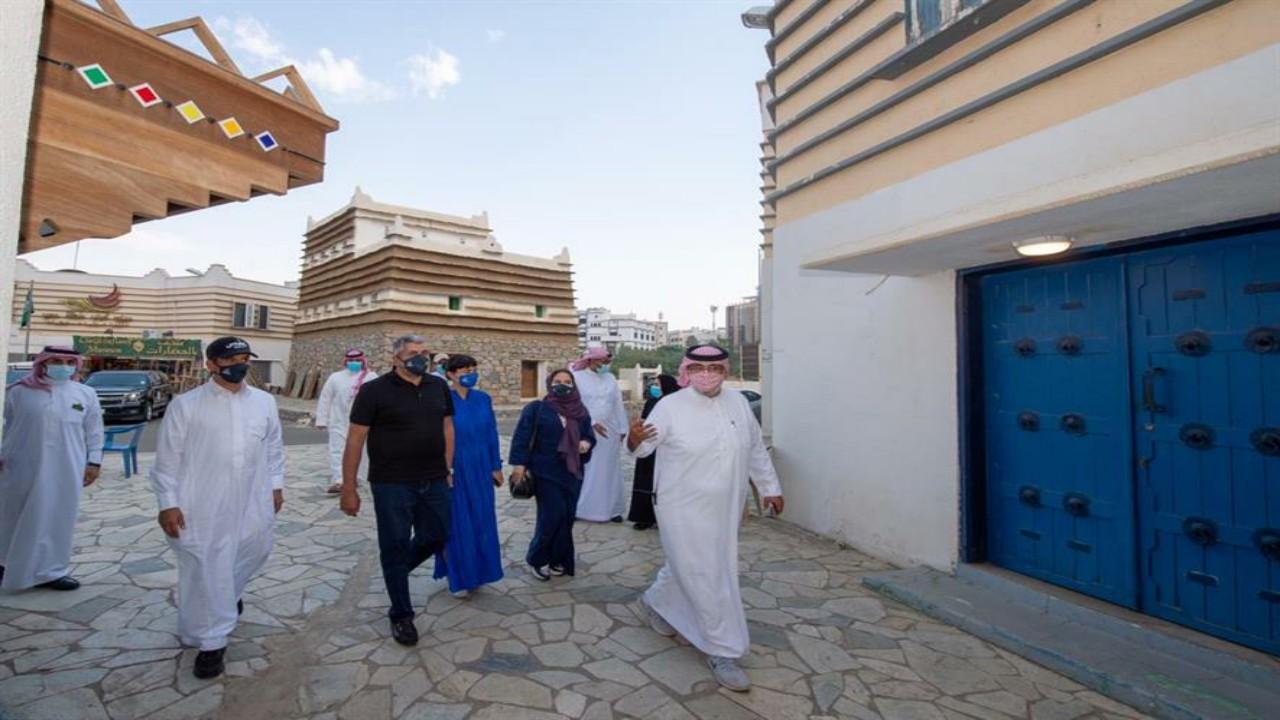 شاهد.. جولةالأمين العام لمنظمة السياحة العالمية وأسرته في جدة وأبها