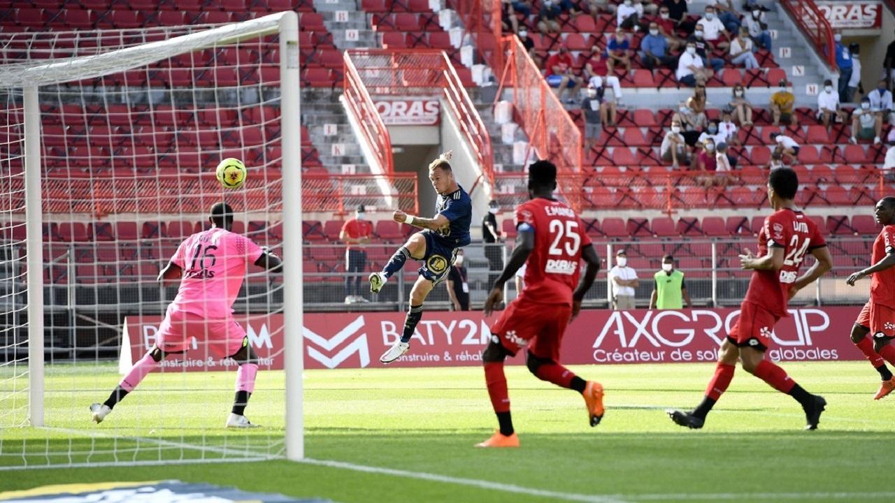 بالفيديو.. لاعب يسجل هدفاً في الدوري الفرنسي على طريقة «الكابتن ماجد»