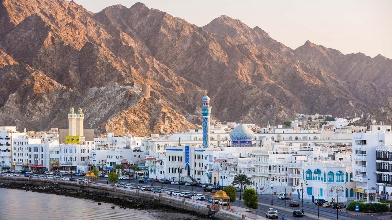 الكويت تطالب رعاياها في عمان ببيع عقاراتهم عاجلًا