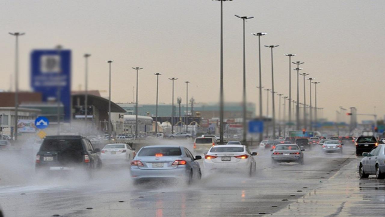 الحصيني: أمطار وزخات برد على مكة والمدينة