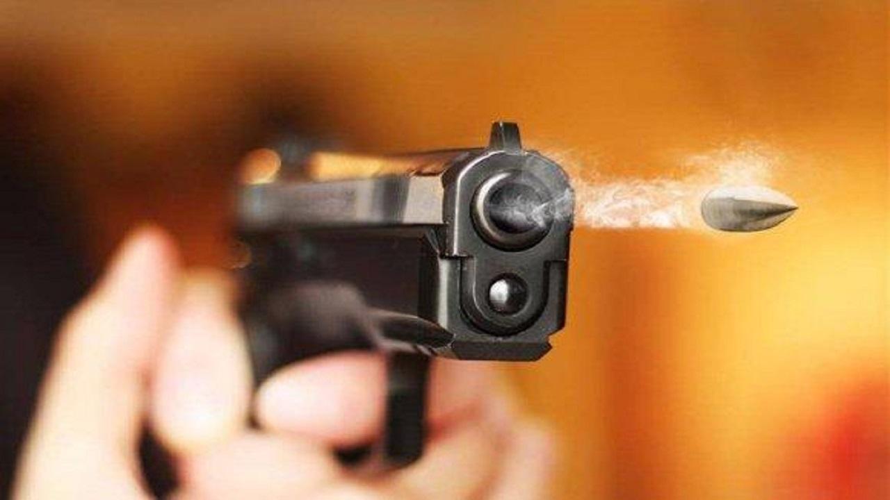 شاب يطلق النار على شقيقته بسبب خلاف