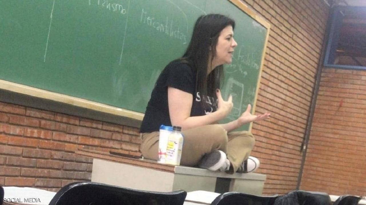 أستاذة جامعية تنهار أمام طلابها في محاضرة عبر «زوم» وتتوفى بعد ساعات