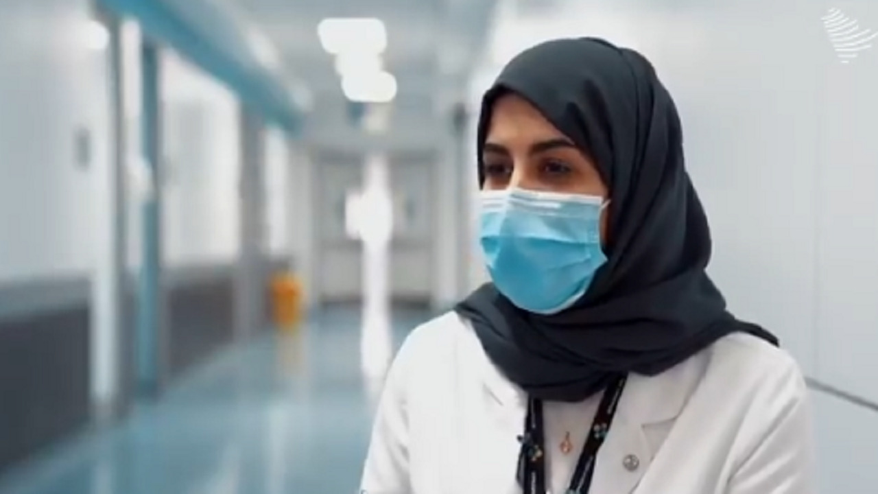 بالفيديو.. مواطنة تروي قصة انضمامها كمسعفة وسائقة لسيارة الإسعاف في المملكة