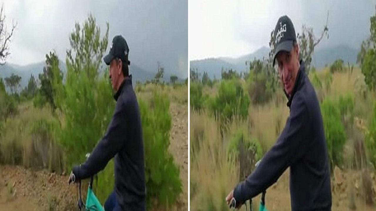 بالفيديو.. وزير السياحة يتجول بالدراجة الهوائية في جبال السودة